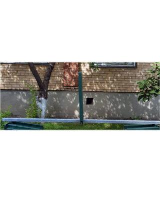 Труба для крепления протипоослепляющих экранов на дорожное ограждение
